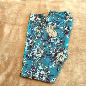 LuLaRoe Onesize Blue Floral Leggings 💙